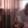 20/10/2017 – Ein Ehepaar aus Serbien und ihr neugeborenes Kind fahren nach Hause